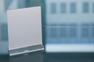 Werbeaufsteller-aus-Acrylglas-werben-effizienter